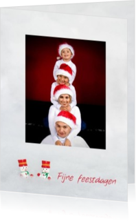 Kerstkaarten maken met eigen foto - kerstkaart own picture on grey backgroud with tiny snowmen, rh