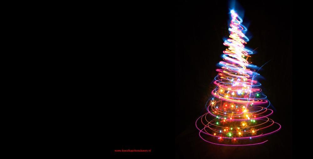 https://www.kerstkaartensturen.nl/kerstkaarten/large/total/zwarte-kerstkaart-met-kleurrijk-verlichte-kerstboom-vk-1.jpg